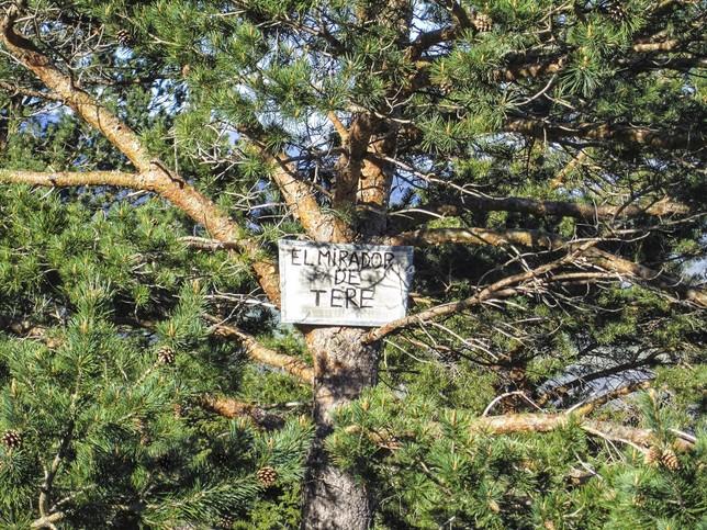 Cartel que, antes del incendio, localizaba el mirador.