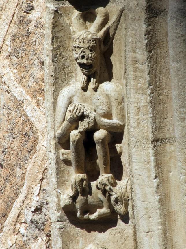 Demonio en la piedra