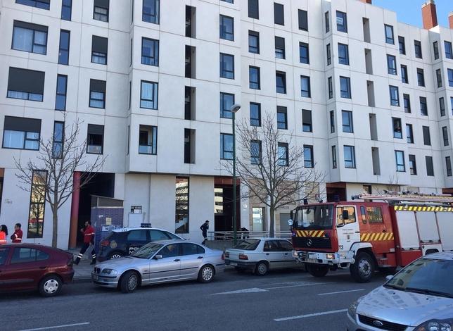 Los bomberos acudieron a la vivienda. Alberto Rodrigo