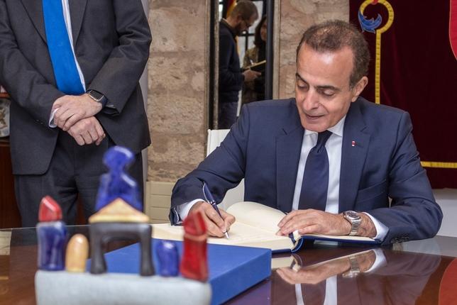 El embajador de Catar tiende puentes hacia Oriente Medio Diego Herrera Carcedo