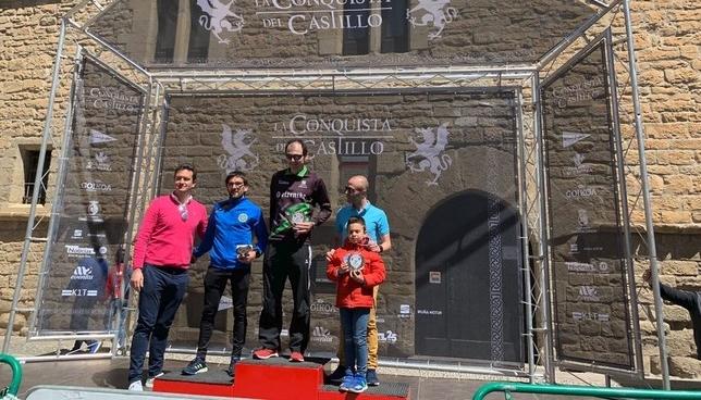 Cientos de corredores conquistan el Castillo de Javier Twitter Conquista del Castillo