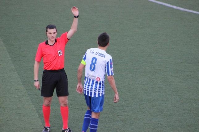 El Izarra empata sin goles en Gijón y sale del descenso