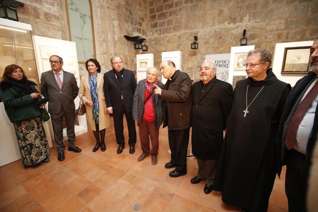 Las autoridades, con el artista en el monasterio. Valdivielso