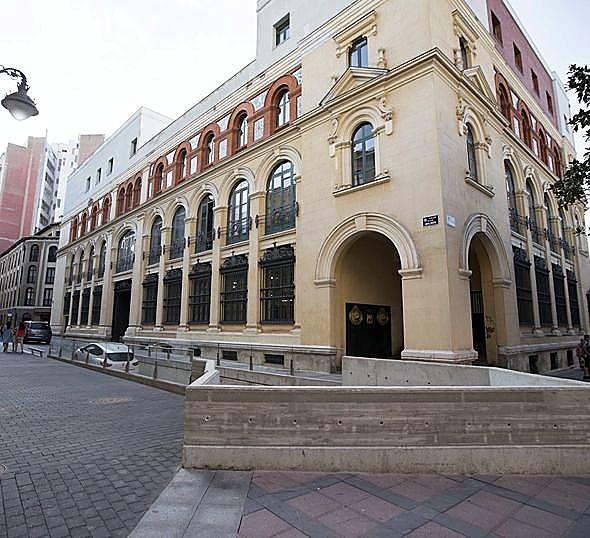 Salida del aparcamiento de la Plaza Mayor, por calle Molinos.