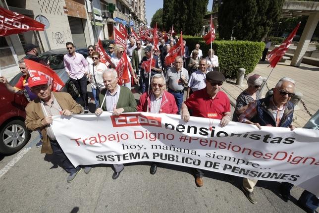 Los sindicatos apuestan por un  Fotos Rueda Villaverde