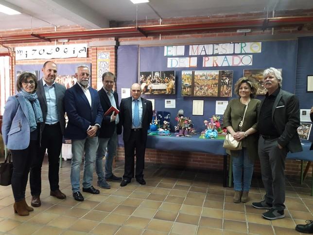 Javier Sierra inaugura una muestra del IES Puerta de Cuartos - La ...