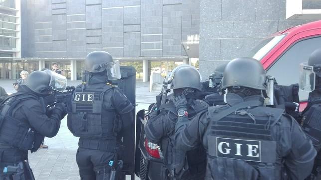 Simulacro de atentado terrorista en la Biblioteca de Navarra