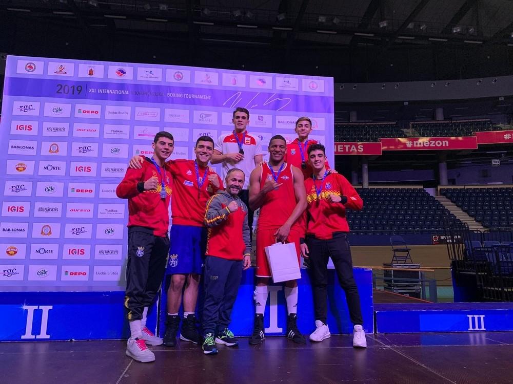 Miguel Cuadrado y Enmanuel Reyes, oros en Lituania