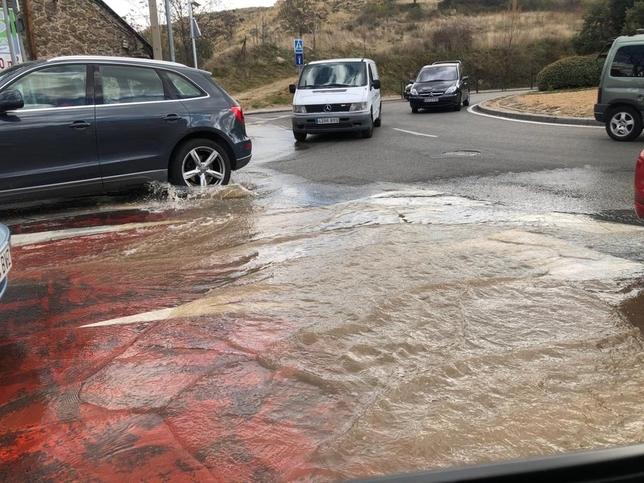 80 casas sin agua en San Lorenzo por rotura de una tubería