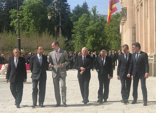 El Rey se dirige a la reunión del Instituto Elcano A.M.