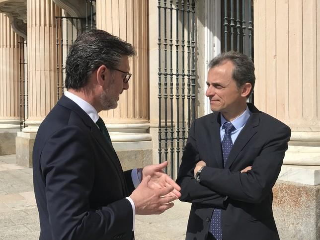 El alcalde de La Granja, José Luis Vázquez, junto al ministro Pedro Duque, a la derecha A.M.