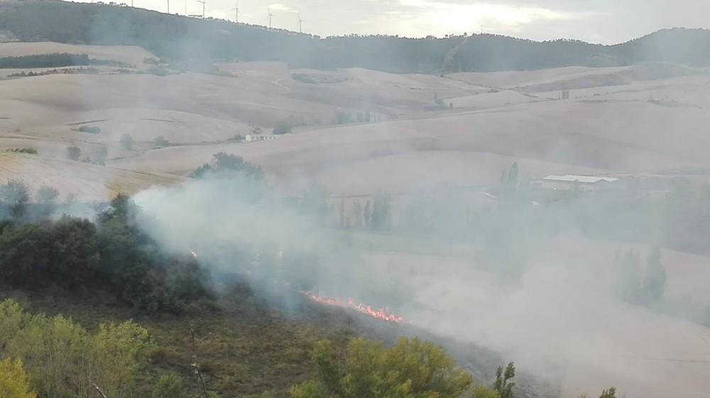 Incendio en un pinar de Muruastráin
