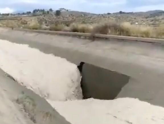 La riada revienta el canal del Trasvase
