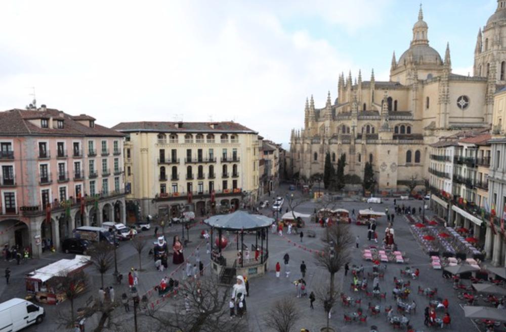 La Plaza Mayor de Segovia acoge el rodaje de varias secuencias de la película china Line Walker Operation Midnight Shadow