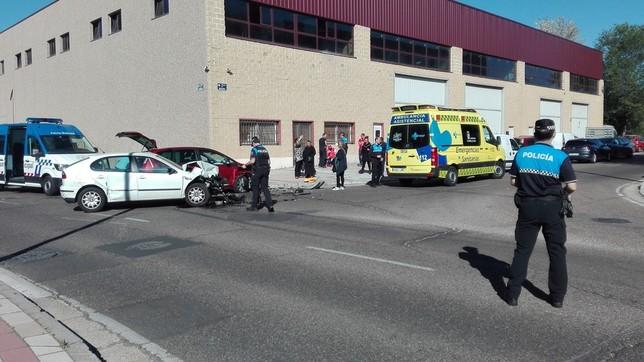 Dos heridos leves en el choque entre dos vehículos