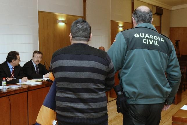 Roberto, el presunto autor material del crimen de Sara, a su llegada a la sala de vistas.