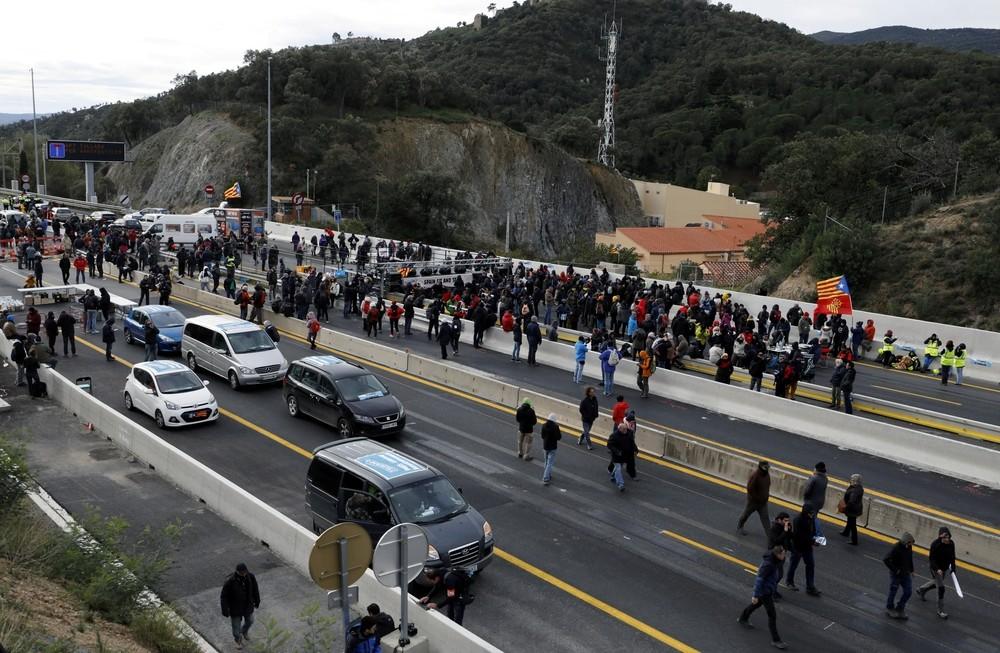 Tsunami Democràtic corta la AP-7 en la frontera con Francia