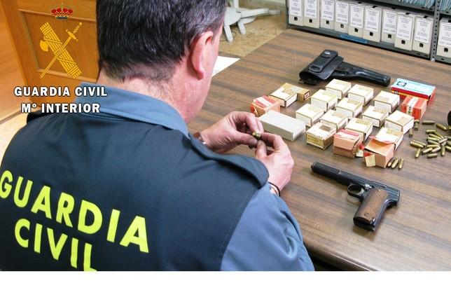 Registradas 7 infracciones al mes a las normas sobre armas