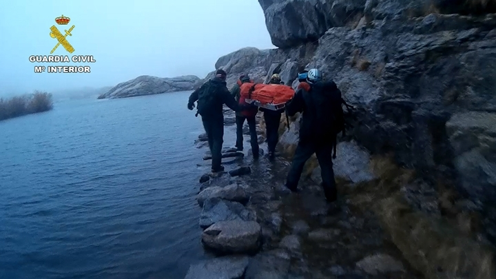 Evacuan el cadáver de un senderista en Gredos