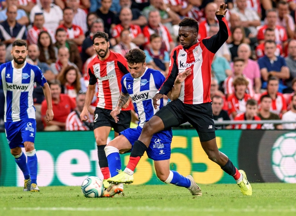 El Athletic se impone al Alavés