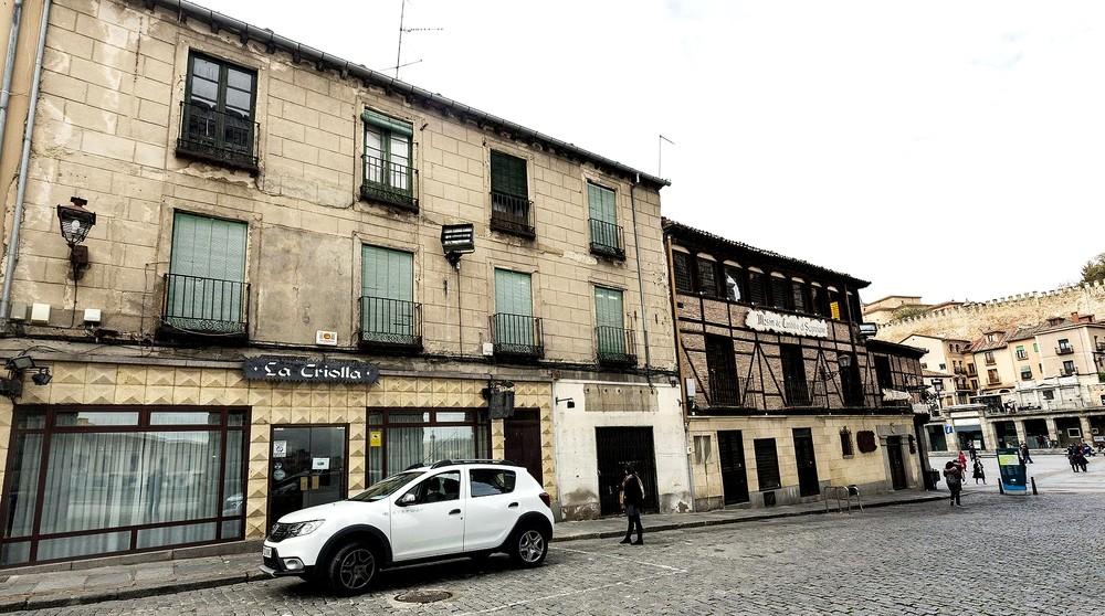 Imagen actual del Mesón de Cándido y el edificio que anexionará, el del antiguo restaurante La Criolla.