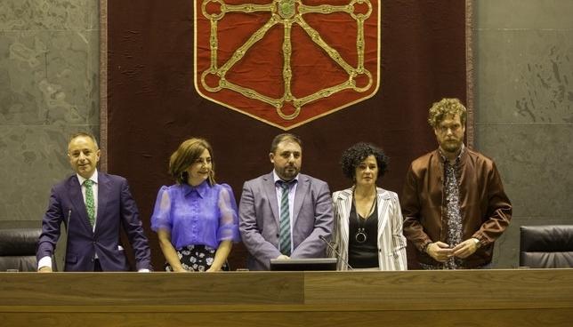 Arranca el trabajo el el Parlamento: primera Mesa y Junta