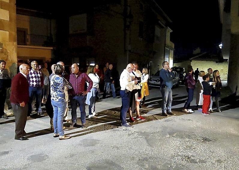 Numerosos vecinos del barrio y de Medina se acercaron a ver lo ocurrido.