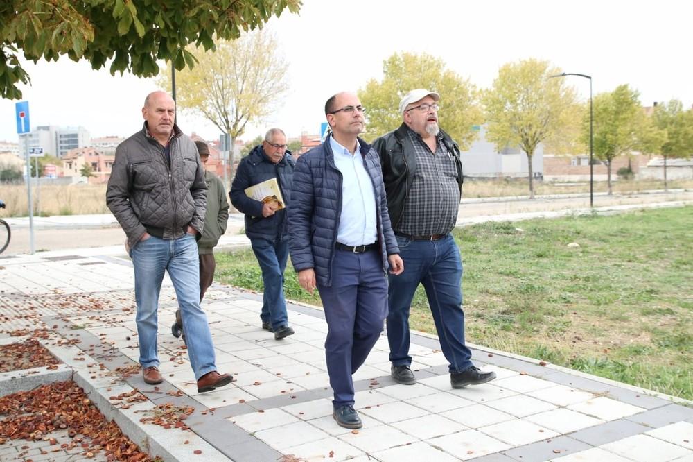 Una nueva acera y otro paso de peatones para Las Villas