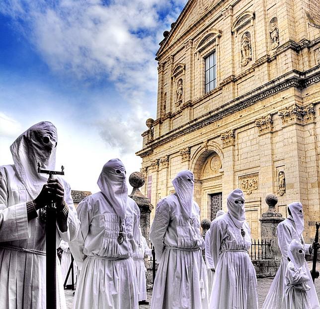 El museo de arte sacro sale a las calles