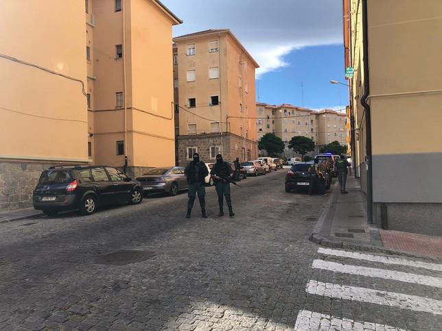 La Guardia Civil registró un domicilio en la calle Tomasa de la Iglesia, en San José.