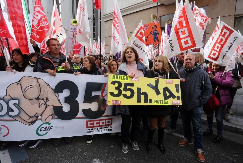 La huelga general congrega a miles de funcionarios