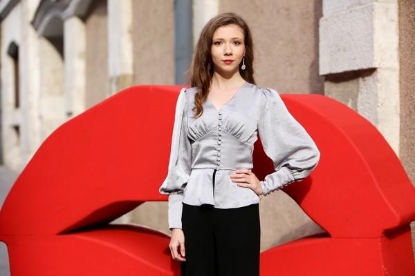 La actriz Ece Yüksel asiste a la presentación de la película de la Sección Oficial 'Cuento de tres hermanas', de Emin Alper.