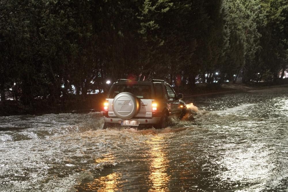 La tormenta provoca inundaciones por toda la ciudad