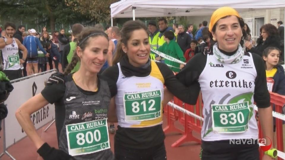 La ganadora Alicia Carrera junto a la segunda Vanesa Pacha y la tercera Ana Llorens