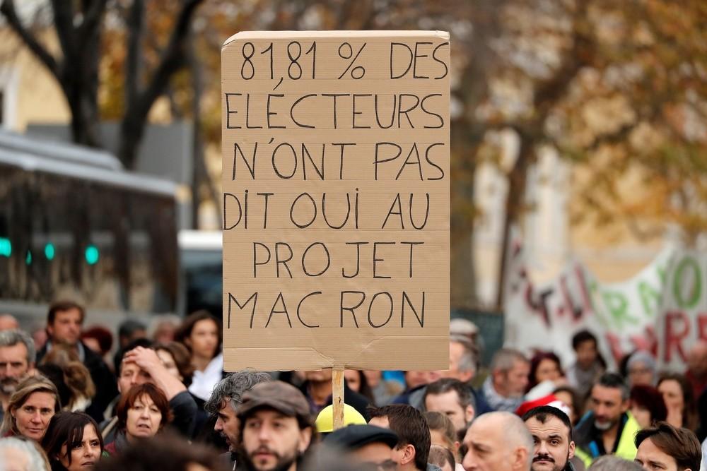 Más de 800.000 franceses protestan en la calle contra Macron