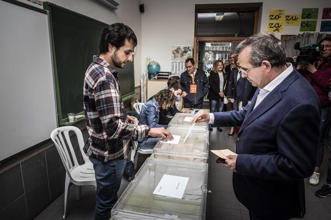 De Lózar, el más madrugador en ejercer su derecho a voto