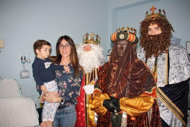 El Hospital Virgen de la Luz recibe a los Reyes Magos