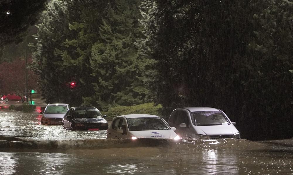 La tormenta provoca inundaciones por toda la ciudad.