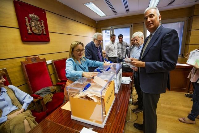 El PSOE vence en el voto de extranjeros y el PP queda quinto