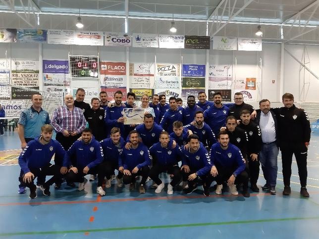 La plantilla del Yugo Socuéllamos ha sido homenajeada por su título en el Grupo XVIII de la Tercera División de fútbol en los prolegómenos del segundo partido.
