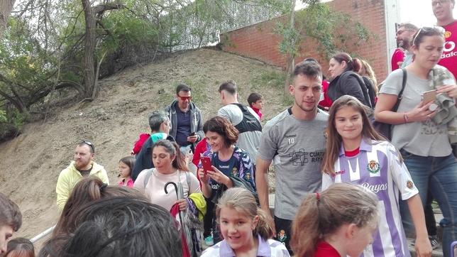 Cientos de aficionados en el entrenamiento del Real Valladolid J.T.