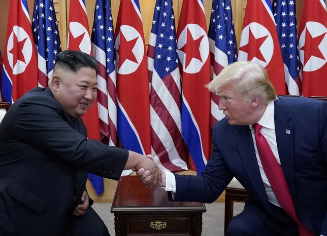 Trump y Kim Jong-un se reúnen en la frontera coreana