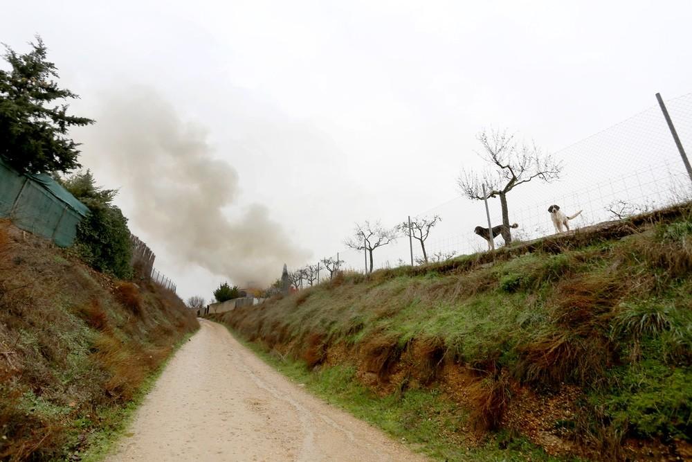 Un incendio arrasa una vivienda en Fuensaldaña