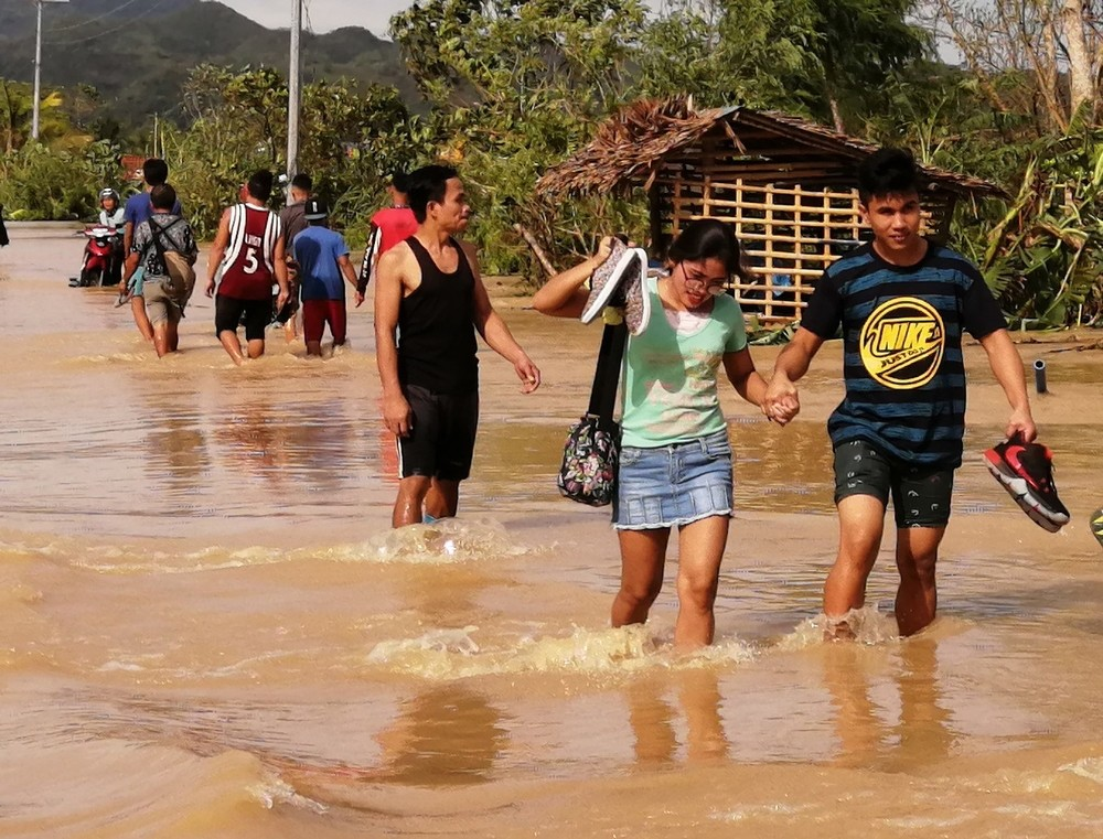 El paso del tifón 'Úrsula' por Filipinas deja 13 fallecidos