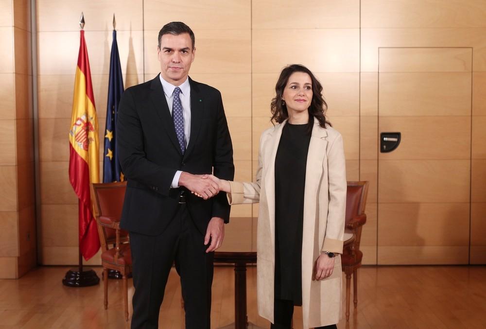 Arrimadas ofrece a Sánchez un acuerdo de 4 puntos