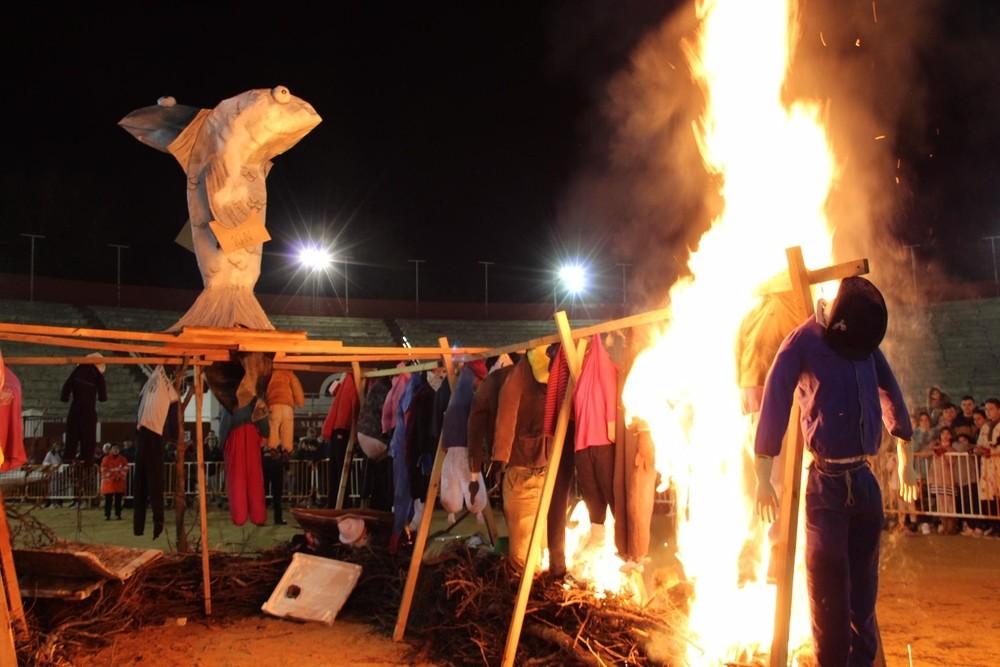 El Entierro de la Sardina despiden Carnavalcazar