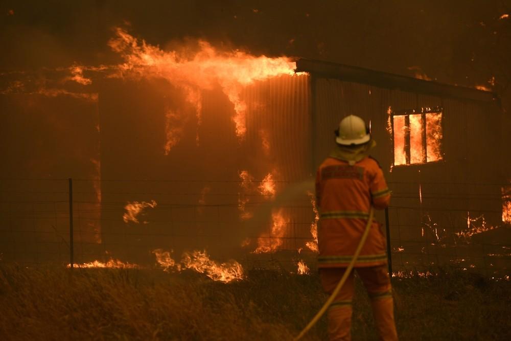 Centenares de incendios arrasan Australia