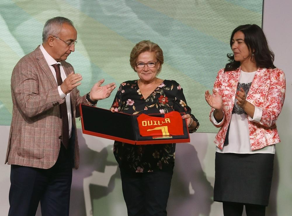 La veterana María Angeles Perez 'Quilla' (c)