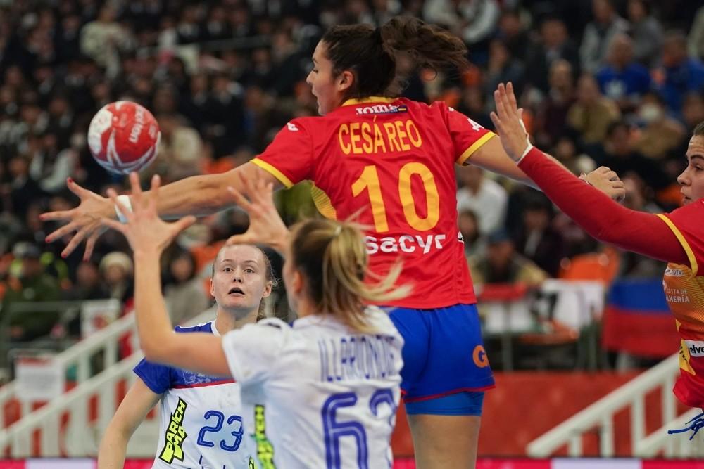 Montenegro regala unas semifinales a las 'Guerreras'