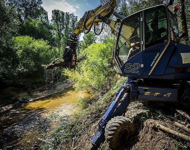 La CHD limpia más de 20 kilómetros de cauces en Valladolid